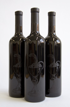NOUGHT<br> 	         is an unfiltered show mead made exclusively from organic raw honey and well water. It's a delicate and dry honest mead. Black silkscreen on a black bottle.